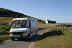 Cardi Bach bus in Mwnt
